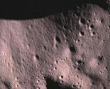 This handout picture provided by the Indian Space Research Organisation (ISRO) shows the surface of the moon taken by Moon Impact Probe (MIP), after separating from India's Chandrayaan-1 spacecraft, November 14, 2008. EUTERS/Indian Space Research Organisation/Handout/Files