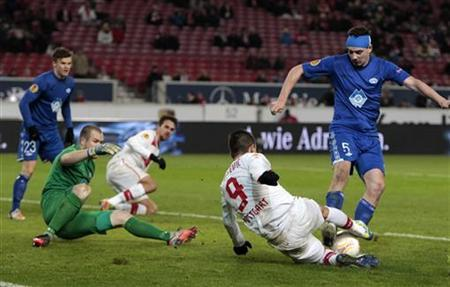 VfB Stuttgart's Vedad Ibisevic (2ndR) tries to score against Molde FK's Vegard Forren (R) and goalkeeper Espen Bugge Pettersen during their Europa League Group E soccer match in Stuttgart December 6, 2012. REUTERS/Michaela Rehle