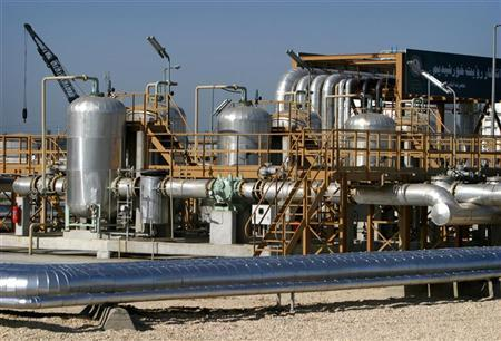 A general view of the Neka oil terminal 300 Kms North east of Tehran April 29, 2004. REUTERS/Morteza Nikoubazl
