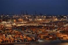 """General view of the container terminal """"Burchardkai"""" of the Hamburger Hafen und Logistik AG (HHLA) in the harbour of Hamburg, late October 17, 2012. REUTERS/Fabian Bimmer (GERMANY - Tags: BUSINESS MARITIME)"""