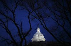 Капитолий в Вашингтоне 24 февраля 2009 года. Американский сенат в четверг принял закон, наказывающий нарушителей прав человека в РФ, но при этом снимающий ограничения времен холодной войны с российско-американской торговли. REUTERS/Jim Young