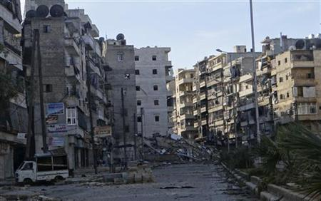 A view of damages on an empty street in the Aleppo district of Salaheddine December 5, 2012. Picture taken December 5, 2012. REUTERS/Aref Hretani (SYRIA - Tags: CONFLICT POLITICS)