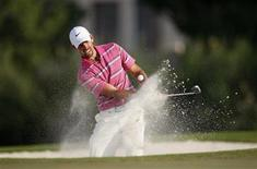 Charl Schwartzel of South Africa hits out of a bunker on the 17th hole during the final round of the DP World Tour Championship at Jumeirah Golf Estates in Dubai November 25, 2012. REUTERS/Nikhil Monteiro