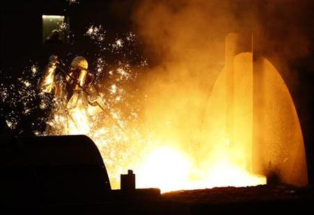 A worker controls a tapping of a blast furnace at Europe's largest steel factory of Germany's industrial conglomerate ThyssenKrupp AG in the western German city of Duisburg December 6, 2012. REUTERS/Ina Fassbender (GERMANY - Tags: BUSINESS INDUSTRIAL)