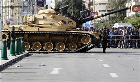 The Republican Guard closes a road leading to the presidential palace in Cairo, December 6, 2012. REUTERS/Mohamed Abd El Ghany