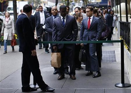 Job seekers stand in line to meet with prospective employers at a career fair in New York City, October 24, 2012. REUTERS/Mike Segar/Files