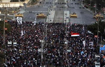 Egyptian protesters penetrate barrier at Mursi's palace