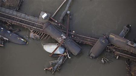 Derailed freight train cars sit semi-submerged in the waters of Mantua Creek after a train crash in Paulsboro, New Jersey November 30, 2012. REUTERS/Andrew Burton