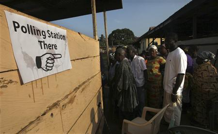 People wait to vote at a polling station in Kibi, eastern region of Ghana and stronghold of presidential candidate Nana Akufo-Addo of the opposition New Patriotic Party (NPP), December 7, 2012. REUTERS/Luc Gnago