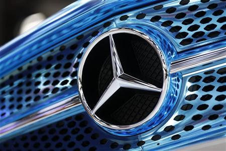 A Mercedes-Benz logo is seen on a displayed car on media day at the Paris Mondial de l'Automobile September 28, 2012. REUTERS/Jacky Naegelen