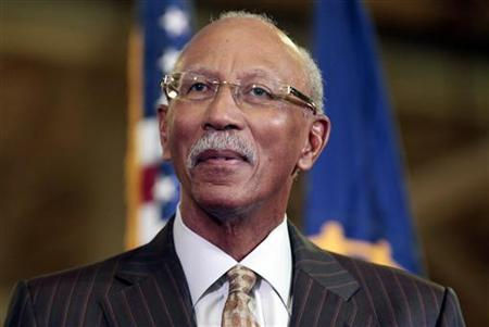 Detroit Mayor Dave Bing listens during a news conference at the Chrysler Mack I auto plant in Detroit, Michigan November 15, 2012. REUTERS/Rebecca Cook