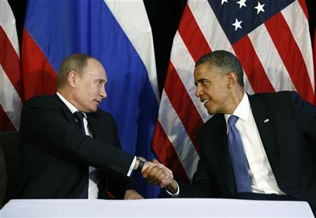 U.S. President Barack Obama (R) shakes hands with Russia's President Vladimir Putin in Los Cabos, Mexico, June 18, 2012. REUTERS/Jason Reed