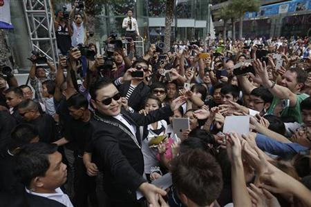 South Korean singer Psy of the dance hit ''Gangnam Style'' greets his fans ahead of his concert in Bangkok's shopping district November 28, 2012. REUTERS/Damir Sagolj