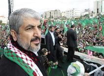 El líder de Hamás, Jaled Meshaal, en su primera visita a la Franja de Gaza, prometió el sábado no reconocer nunca a Israel y dijo que el grupo islamista nunca abandonaría su demanda por todo el territorio israelí. En la imagen, el jefe de Hamás, Jaled Meshaal, en un acto por el 25 aniversario de la fundación de Hamás en Gaza el 8 de diciembre de 2012. REUTERS/Ahmed Jadallah