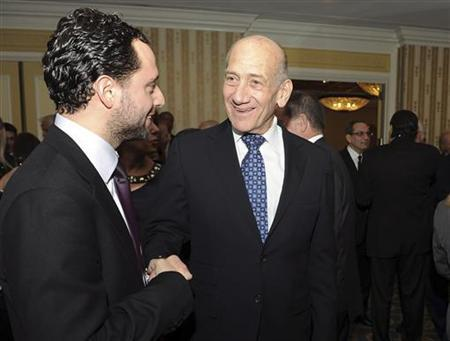 Former Israeli Prime Minister Ehud Olmert (C) greets an unidentified guest at a reception during the 2012 Saban Forum on U.S.-Israel Relations gala dinner at the Willard Intercontinental Hotel in Washington, November 30, 2012. REUTERS/Mary F. Calvert