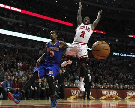 Chicago Bulls' Nate Robinson (R) loses the ball as he goes to the basket against New York Knicks' J.R. Smith during the second half of their NBA game in Chicago, December 8, 2012. REUTERS/Jim Young