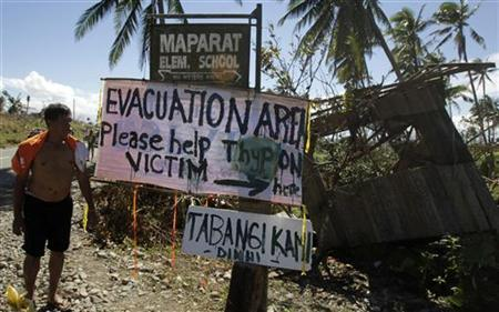 A sign asking for aid is posted by typhoon Bopha victims along a road in Maparat town in Compostela Valley, southern Philippines December 8, 2012. REUTERS/Erik De Castro