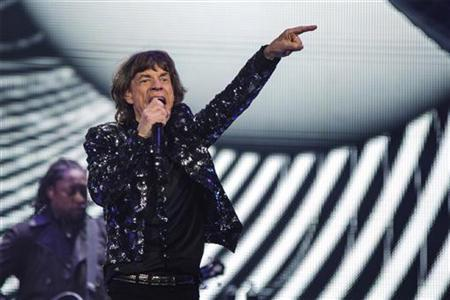 Singer Mick Jagger performs with The Rolling Stones at the Barclays Center in New York, December 8, 2012. REUTERS/Lucas Jackson