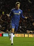 Algunos seguidores del Chelsea siguen preocupados por la elección de Rafael Benítez como entrenador interino, pero si la designación sorpresa por parte del propietario Roman Abramovich se diseñó para recuperar el estado de forma de Fernando Torres, parece estar funcionando. En la imagen, de 8 de diciembre, Fernando Torres celebra uno de los dos goles que le endosó al Sunderland el sábado en la Premier League. REUTERS/Nigel Roddis