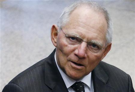 Germany's Finance Minister Wolfgang Schaeuble arrives at a euro zone finance ministers meeting in Brussels November 26, 2012. REUTERS/Francois Lenoir