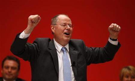 Designated top candidate of the German Social Democratic Party (SPD) for the 2013 German general elections, Peer Steinbrueck acknowledges the applause of the audience after his speech during the extraordinary party meeting of the SPD in Hanover, December 9, 2012. More than 500 delegates are supposed to elect Peer Steinbrueck as the SPD's top candidate for Germany's 2013 general elections. REUTERS/Kai Pfaffenbach (GERMANY - Tags: POLITICS)