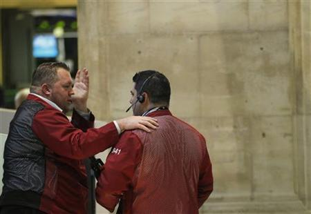 Traders work on the floor of the New York Stock Exchange, December 3, 2012. REUTERS/Brendan McDermid /Files