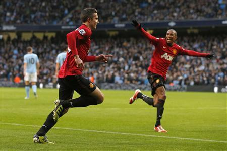 Manchester United's Robin van Persie (L) celebrates after scoring during their English Premier League soccer match against Mnachester City at The Etihad Stadium in Manchester, northern England December 9, 2012. REUTERS/Phil Noble