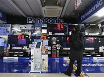 "A man looks at Panasonic TV sets at an electronic shop in Tokyo November 22, 2012. Ratings agency Fitch cut the debt ratings of Japanese consumer electronics makers Sony Corp and Panasonic Corp to ""junk"" status, citing weakness in their businesses. REUTERS/Kim Kyung-Hoon"