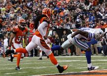 Dallas Cowboys wide receiver Dez Bryant runs in for the touchdown ahead of Cincinnati Bengals' Reggie Nelson (L) during the second half of play in their NFL football game at Paul Brown Stadium in Cincinnati, Ohio, December 9, 2012. REUTERS/John Sommers II