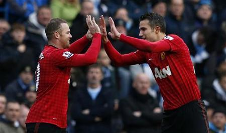 Manchester United's Wayne Rooney (L) celebrates his first goal against Manchester City with Robin Van Persie during their English Premier League soccer match at The Etihad Stadium in Manchester, northern England December 9, 2012. REUTERS/Eddie Keogh