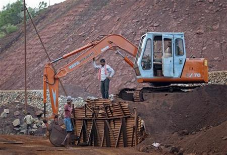 Employees are seen at the Bedara Bhommanahalli (BBH) iron ore mines at Chitradurga in Karnataka November 9, 2012. REUTERS/Danish Siddiqui