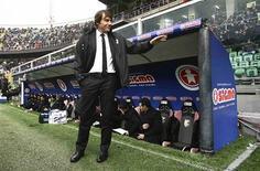 <p>La Juventus Turin, leader de la Serie A, s'est imposée 1-0 dimanche à Palerme pour le retour sur le bord du terrain de son entraîneur Antonio Conte au terme d'une suspension de quatre mois dans une affaire de matches truqués. La Juve est en tête du championnat avec quatre longueurs d'avance sur l'Inter Milan. /Photo prise le 9 décembre 2012/REUTERS/Massimo Barbanera</p>
