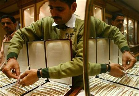 A salesman arranges gold bracelets inside a jewellery showroom in Jaipur, January 12, 2009. REUTERS/Vijay Mathur/Files