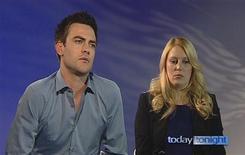 Dos locutores de radio australianos que realizaron una llamada telefónica de broma a un hospital británico donde estaba ingresada la esposa del príncipe Guillermo de Inglaterra, Catalina Middleton, quien está embarazada, rompieron tres días de silencio el lunes para mostrar su angustia por el supuesto suicidio de la enfermera que les contestó. En la imagen, tomada de un vídeo el 10 de diciembre, los presentadores Michael Christian (izquierda) y Mel Greig (derecha) de la emisora de radio australiana 2DayFM que hicieron la broma sobre Catalina Middleton. REUTERS/Seven Network via Reuters TV