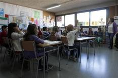 <p>Le ministre de l'Education nationale s'est dit lundi prêt à ouvrir des discussions dès janvier prochain sur la revalorisation des salaires des enseignants à l'occasion du lancement de la campagne de recrutement de nouveaux professeurs. /Photo d'archives/REUTERS/Gustau Nacarino</p>