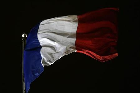 The French flag flies over the courtyard of the Elysee Palace in Paris December 4, 2012. REUTERS/Jacky Naegelen