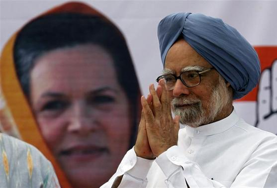 Prime Minister Manmohan Singh gestures to supporters of the Congress Party during a rally, ahead of state assembly elections, at Vasda village, about 345 km (214 miles) south of Ahmedabad December 9, 2012. REUTERS/Amit Dave