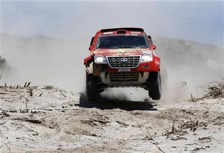 Portugal's Carlos Sousa and co-pilot Jean-Pierre Garcin of France drive their Great Wall during the fifth stage of the fourth South American edition of the Dakar Rally 2012 from Chilecito to Fiambala January 5, 2012. REUTERS/Jacky Naegelen/Files
