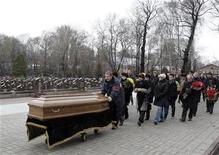 File photo of friends and relatives following the coffin of Sergei Magnitsky during his funeral at a cemetery in Moscow November 20, 2009. REUTERS/Mikhail Voskresensky (RUSSIA CRIME LAW POLITICS)