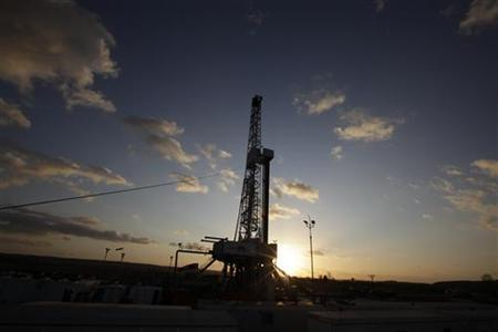 A drilling rig is seen at sunset at Grabowiec 6 near the village of Lesniowice, southeast Poland, home to U.S. giant Chevron's first shale gas well in the country, November 28, 2011. REUTERS/Kacper Pempel