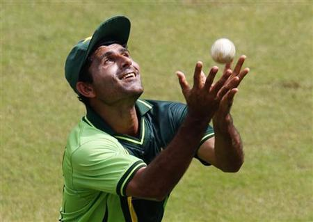 Pakistan's Abdul Razzaq catches a ball during a practice session in Colombo February 25, 2011. REUTERS/Andrew Caballero-Reynolds/Files
