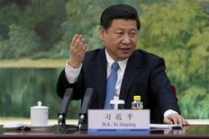 China debe profundizar las reformas para perfeccionar su economía de mercado y fortalecer el Estado de derecho, dijo el jefe del Partido Comunista Jinping en la ciudad de Guangdong, en el sur del país, haciéndose eco de los comentarios hechos por el líder reformista Deng Xiaoping en la misma provincia hace 20 años. En la imagen, Xi Jinping en una cereonia en Pekín, el 5 de diciembre de 2012. REUTERS/Ed Jones/Pool