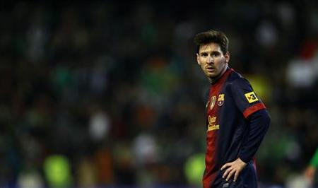 Barcelona' Lionel Messi looks on during their Spanish First Division soccer match against Real Betis at Benito Villamarin Stadium in Seville December 9, 2012. REUTERS/Marcelo del Pozo