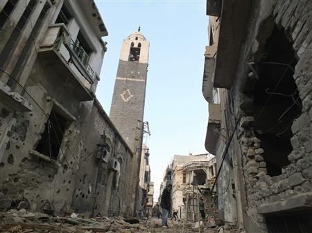 People inspect damage caused by an air strike in the old city of Homs December 9, 2012. REUTERS/Yazan Homsy