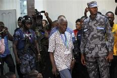 Ghana Electoral Commission President Kwadwo Afari-Gyan (C) arrives to announce the results of the presidential election at the commission in Accra, December 9, 2012. Ghana's electoral authorities said on Sunday incumbent leader John Dramani Mahama won a new term as president in the West African state in an election the opposition claimed was marred by tampering. REUTERS/Luc Gnago