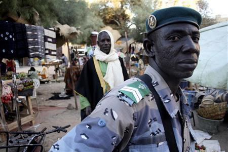 A policeman patrols a market in central Timbuktu December 28, 2009. The fabled city is in the Sahel region of northern Mali. REUTERS/Tim Gaynor
