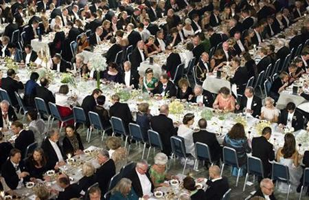 Nobel laureates and guests are seated during the Nobel Banquet in the Blue Hall at City Hall in Stockholm December 10, 2012. REUTERS/Claudio Bresciani/Scanpix