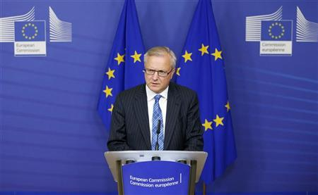 European Economic and Monetary Affairs Commissioner Olli Rehn addresses a news conference at the EU Commission headquarters in Brussels November 14, 2012. REUTERS/Francois Lenoir