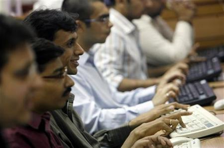 Brokers trade at a stock brokerage firm in Mumbai July 9, 2008. REUTERS/Arko Datta/Files