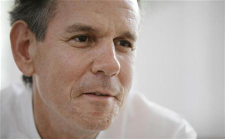 U.S. chef Thomas Keller speaks during an interview with Reuters at a hotel in Singapore January 30, 2008. HREUTERS/Tim Chong